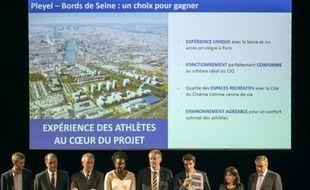 Annonce du choix du site de Saint-Denis/Pleyel pour accueillir le Village olympique en cas de victoire de la candidature de Paris aux JO-2024, le 5 novembre 2015 au Stade de France