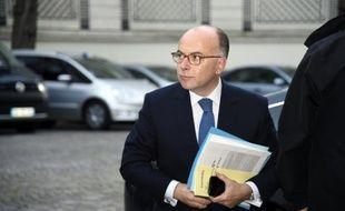 Bernard Cazeneuve à son arrivée au ministère de l'Intérieur le 15 novembre 2015 à Paris
