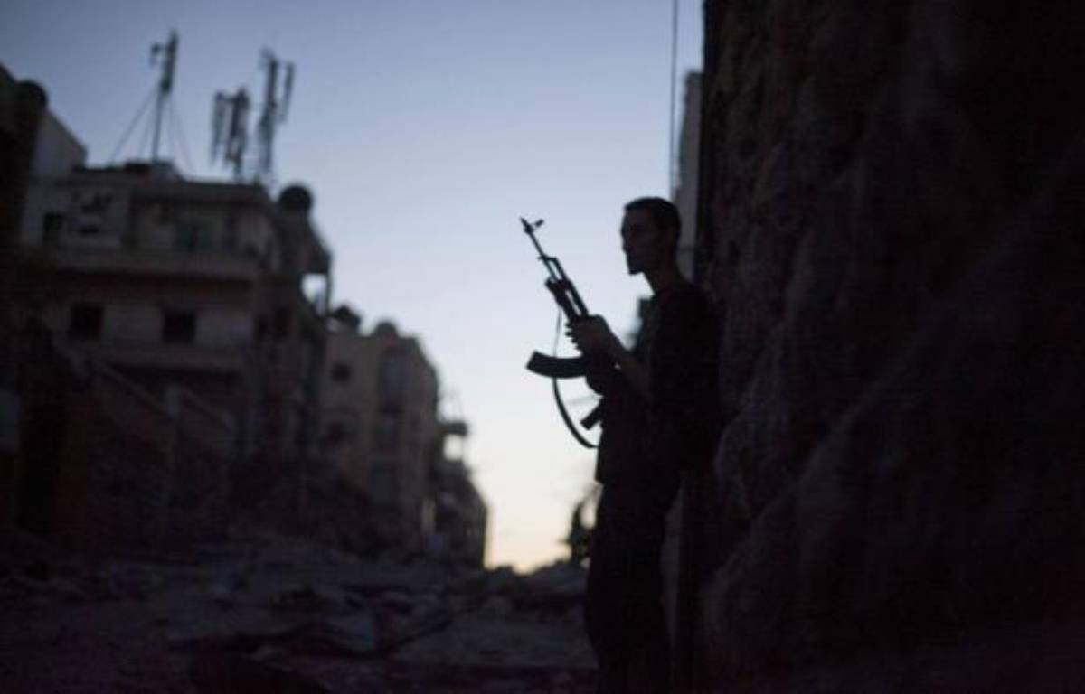 Une vingtaine de soldats ont été exécutés sommairement par des rebelles à Alep, une nouvelle exaction dans le conflit en Syrie où les violences redoublent d'intensité. – Zac Baillie afp.com