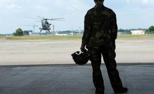 """""""Mathilde"""", pilote dans les forces spéciales sur le tarmac à Pau (France) le 17 juin 2015"""