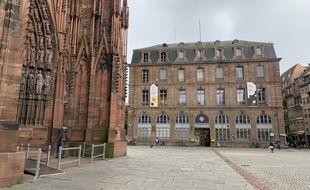 Le bureau de La Poste place de la cathédrale à Strasbourg le 19 mai 2021.