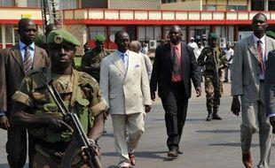 Le président centrafricain François Bozizé a demandé dimanche à rencontrer son homologue français François Hollande dans une allocution à l'issue de sa rencontre avec le président de l'Union Africaine Thomas Boni Yayi au sujet de la crise en Centrafrique.