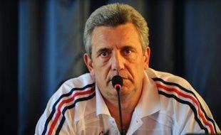 """Le sélectionneur de l'équipe de France Claude Onesta s'est insurgé lundi contre le """"fiel"""" et l'""""aigreur"""" déversés sur internet dans les commentaires aux articles publiés sur les Bleus pendant le Championnat d'Europe de handball en Serbie."""
