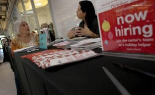 Les inscriptions hebdomadaires au chômage ont reculé davantage qu'attendu aux Etats-Unis pour la semaine close le 23 novembre, a indiqué mercredi le département du Travail.