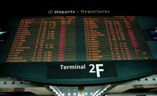 Tableau des départs à l'aéroport de Roissy Charles de Gaulle, en avril 2010.