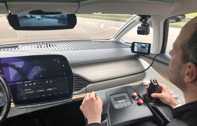 Pour les tests, un superviseur assis à la place du passager peut reprendre la main sur le véhicule à chaque instant.