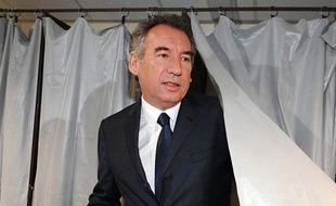 """Le président du MoDem, François Bayrou, a appelé le nouveau président élu François Hollande à """"construire dans l'action un esprit d'unité nationale"""" estimant qu'il s'agissait là de """"la responsabilité la plus importante du nouveau président""""."""