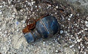 La grenade déposée à l'hôtel de police de Nantes.