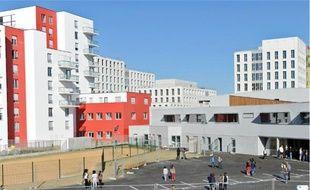 L'ouverture du collège, il y a une semaine et demie, a quasiment été donné le coup d'envoi de ce quartier nantais flambant neuf.