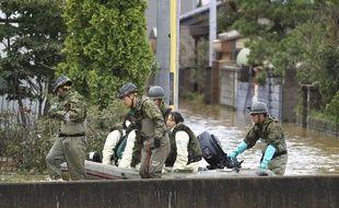 Opérations de secours dans la région de Nagano (Japon) après le passage du typhon Hagibis, le 14 octobre 2019.