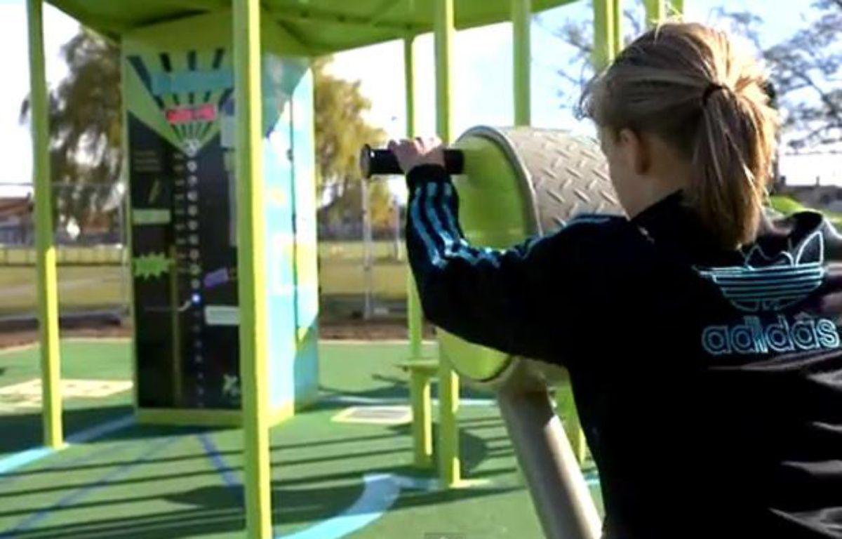 L'installation de sport qui génère de l'électricité, installée par Great Outdoor Gym Company à Hull, en Angleterre. – Great Outdoor Gym Company