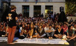 La préfecture de police de Paris a annoncé vendredi l'interdiction de la Marche prévue samedi du parvis de la Défense à la place de la Concorde par les Veilleurs, opposés au mariage homosexuel.