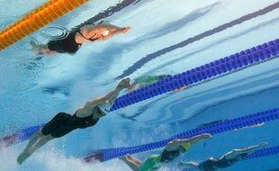 Camille Muffat (au 1er plan), lors du 200m nage libre des mondiaux de Barcelone le 31 juillet 2013.