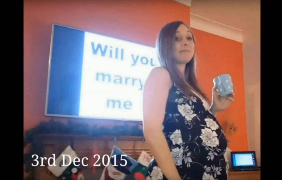 Un jeune homme a pris 148 selfies avec sa compagne pour la demander en mariage, sans que la jeune femme ne s'en rende compte. – Ray Smith / YouTube