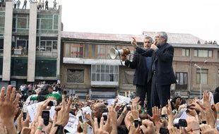 Moussavi s'adresse à ses supporters, square de l'Imam Khomeini, le 18 juin 2009 (photo publiée sur le site de Moussavi, GHALAMNEWS.IR).