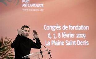 Deux jours après l'autodissolution de la LCR, le nouveau parti d'Olivier Besancenot voit officiellement le jour samedi et devrait, sauf surprise, confirmer son nom de Nouveau parti anticapitaliste et sa circonspection face à des alliances aux européennes.