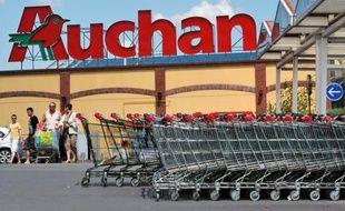 Le groupe de distribution Auchan a annoncé vendredi dans un communiqué qu'il prévoyait la création de 1.600 postes nets d'ici 2014 en France, notamment via l'ouverture de nouveaux magasins Auchan Drive.