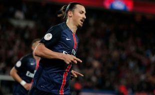 Zlatan Ibrahimovic fête son but contre Toulouse le 7 novembre 2015.