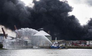 L'usine Lubrizol de Rouen en feu, le 26 septembre 2019.