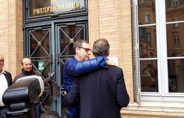 Guy Novès et son ami Claude Hélias à la sortie du tribunal des prud'hommes.