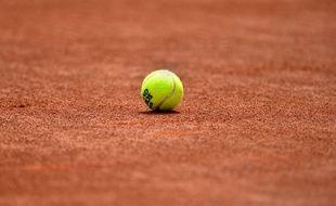 Une balle de tennis à Roland-Garros (illustration).