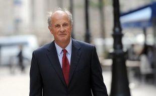 Patrice de Maistre, ancien gestionnaire de fortune de Liliane Bettencourt a été confronté jeudi à l'avocat suisse de la famille, Me René Merkt, et au directeur de l'organisme de compensation Cofinor, a annoncé jeudi le parquet de Bordeaux.