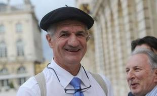 Jean Lassalle, député des Pyrénées a fait un tour de France du printemps 2013 jusqu'au 11décembre, date d'arrivée dans la capitale.