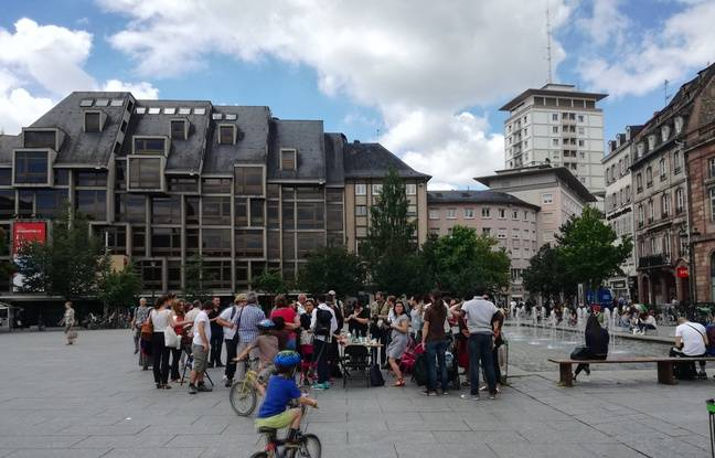 Le labo citoyen a organisé un pique-nique sur la place Kléber le 19 juin pour annoncer au grand public sa démarche.