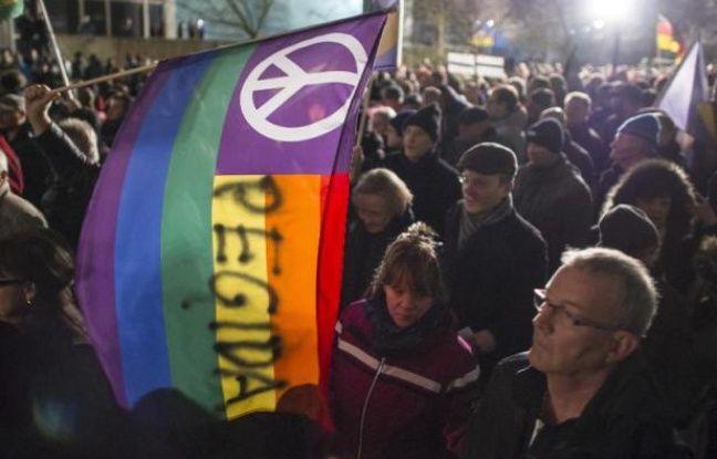"""Manifestation à l'appel du groupe """"Européens patriotes contre l'islamisation du pays"""" (Pegida) à Dresde en Allemagne le 15 décembre 2014 - Jens Schlueter AFP"""