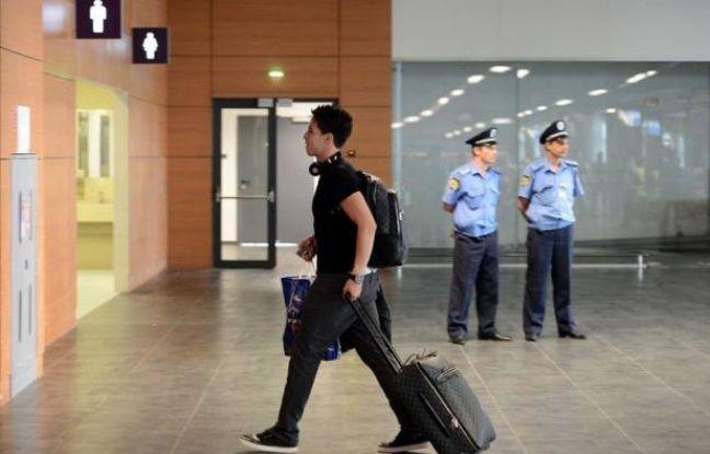 L'équipe de France a quitté dimanche Donetsk pour rejoindre l'Hexagone avec dans ses valises une nouvelle affaire Samir Nasri, joueur qui avait insulté la presse au premier match de l'Euro-2012 et a dérapé lors d'un incident avec un journaliste de l'AFP au dernier match.