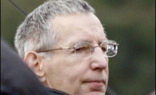 La justice a débuté mercredi à 07H35 la reconstitution du meurtre d'une adolescente enlevée sur le parking d'un supermarché à Rezé, au sud de Nantes, en 1990, l'un des sept meurtres commis en France ou en Belgique attribués à Michel Fourniret.