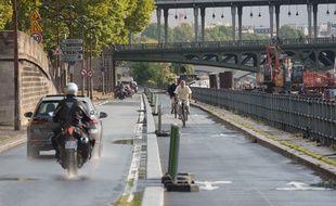 Une piste cyclable parisienne en bord de Seine.
