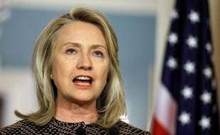 La secrétaire d'Etat américaine Hillary Clinton est arrivée mercredi en Chine pour une visite singulièrement compliquée par la présence, toujours non reconnue officiellement, du dissident Chen Guangcheng à l'ambassade des Etats-Unis à Pékin.