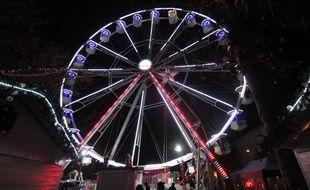 La grande roue installée sur le mail Mitterrand à l'occasion du marché de Noël de Rennes. Ici le 23 novembre 2017.