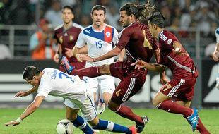 Avec ses cheveux longs, Oswaldo Vizcarrondo (n° 4) a des faux airs de l'ex-Nantais Mario Yepes.