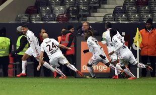 La joie des Niçois après le but victorieux de Bassem Srarfi à Toulouse, le 29 novembre 2017 en Ligue 1.
