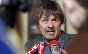 """Ne pas réduire la part du nucléaire et céder à la """"tentation"""" du gaz de schiste est une """"trajectoire suicidaire"""", a déclaré jeudi Nicolas Hulot auditionné à Paris dans le cadre du débat sur la transition énergétique."""