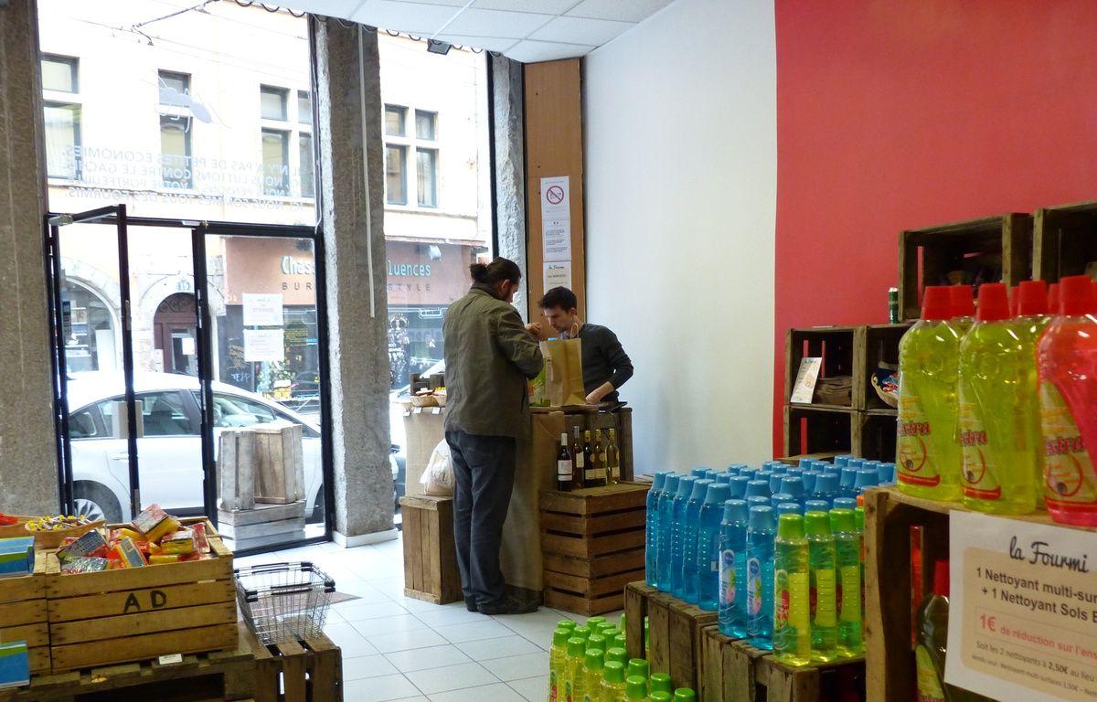 Lyon, le 3 mai 2015. La première épicerie proposant des produits destockés en centre-ville vient d'ouvrir sur les pentes de la Croix-Rousse. L'objectif est notamment de lutter contre le gaspillage alimentaire. – Elisa Riberry / 20 Minutes