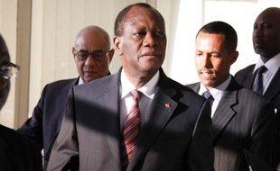 Le président ivoirien, Alassane Ouattara, arrive à la réunion de l'Union Africaine, à Addis Ababa, en Ethiopia, le 10 mars 2011.