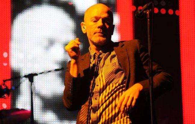 Michael Stipe, leader de R.E.M., en concert au Twickenham Stadium de Londres, le 30 août 2008