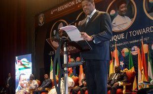 Le président de la Communauté économique des Etats d'Afrique de l'Ouest (CEDEAO), Marcel De Souza lors d'une conférence de presse sur la monnaie unique