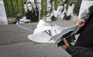 L'exposition contre l'homophobie du photographe Olivier Ciappa avait déjà été vandalisée le 23 juin 2013 à Paris (photo) avant d'être à nouveau saccagée à Toulouse le 5 décembre 2015.