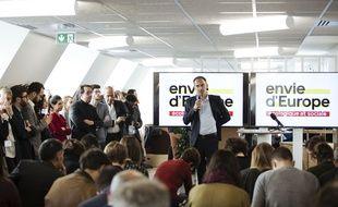 Raphaël Glucksmann lance officiellement sa campagne.