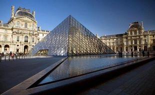 La pyramide du musée du Louvre à Paris, le 16 février 2010