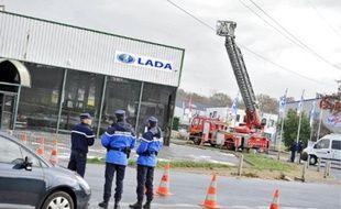 La nacelle des pompiers était positionnée près d'une ligne à très haute tension.