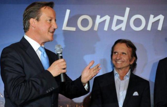 Le premier ministre britannique, David Cameron, a remis jeudi à la ville de Rio de Janeiro l'organisation du prix Laureus pour 2013 et 2014, qui récompense chaque année les meilleurs sportifs du monde, lors d'une cérémonie au Palais municipal.
