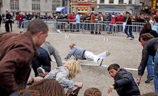 Un mouvement de foule a semé la panique à Amsterdam et a fait plusieurs blessés le 4 mai 2010.