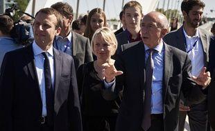Caroline Collomb entre Emmanuel Macron (à gauche) et son mari, le ministre de l'Intérieur (à droite)