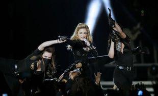 """Marine Le Pen va porter plainte pour """"injure"""" contre la pop-star américaine Madonna qui a de nouveau projeté samedi soir lors d'un concert au Stade de France un clip vidéo dans lequel apparaît brièvement la présidente du FN, affublée d'une croix gammée sur le front."""