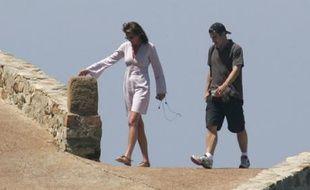 Cécilia et Nicolas Sarkozy revenant de leur plage privée à Brégançon le dimanche 20 mai 2007